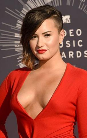 DEMI LAVOTO AT THE MTV VMA AWARDS
